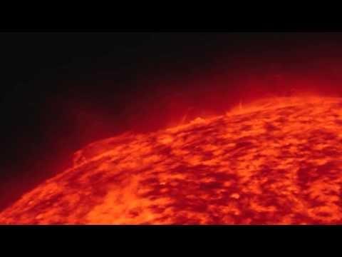 Uma explosão gigante no Sol foi capturada pelo Solar Dynamics Observatory da NASA, em 16 de Novembro de 2012. Ele enviou uma ejecção de massa coronal para o espaço, mas não na direção da Terra.