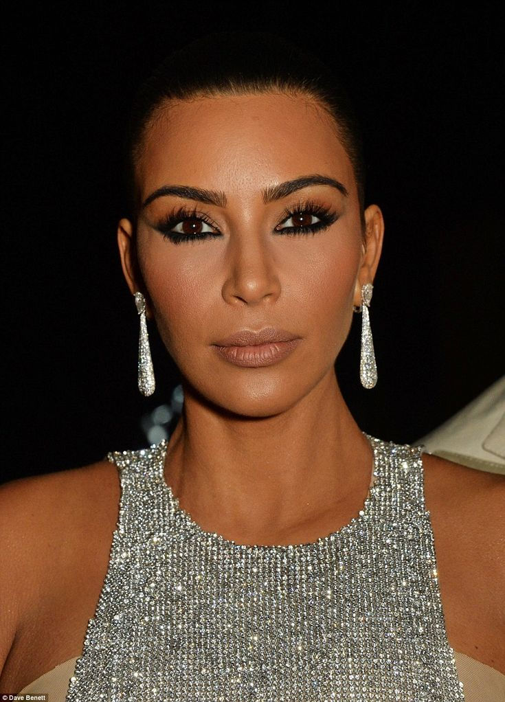 Kim Kardashian looks immaculate in chainmail gown as she steals the show at Cannes jewellery bash | Daily Mail Online