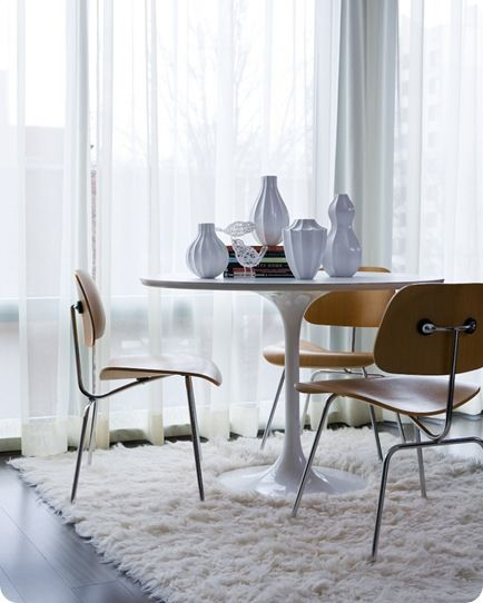 sheerWooden Chairs, Dining Area, Dining Room, Scandinavian Design, Breakfast Nooks, Tulip Tables, Breakfast Room, Dining Tables, Modern Design