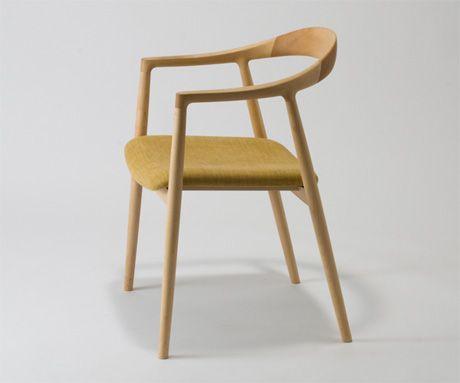 宮崎椅子製作所MIYAZAKI ISU http://www.miyazakiisu.co.jp/Miyazakiisu/chairs.html 也有桌子