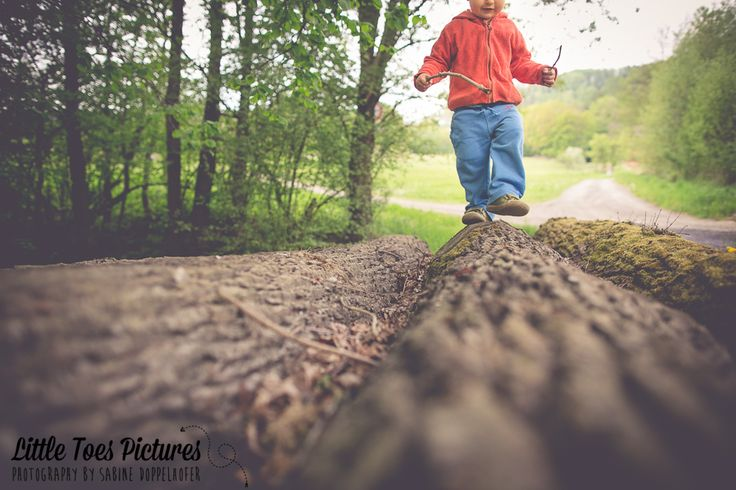 Balancing (c) Sabine Doppelhofer #toddler #shoes #waldviertler #trees #clickinmoms #nature