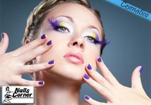 Manicure e pedicure a soli 16€! Con Nails Corner dedica un' ora per la cura di mani e piedi,  non perdere il 30% di sconto su smalto semi-permanente!