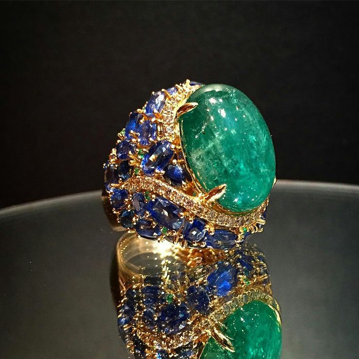 @imperialejoyeros. Spectacular ring with an emerald cabochon cut in more than 20 carat, and sapphires
