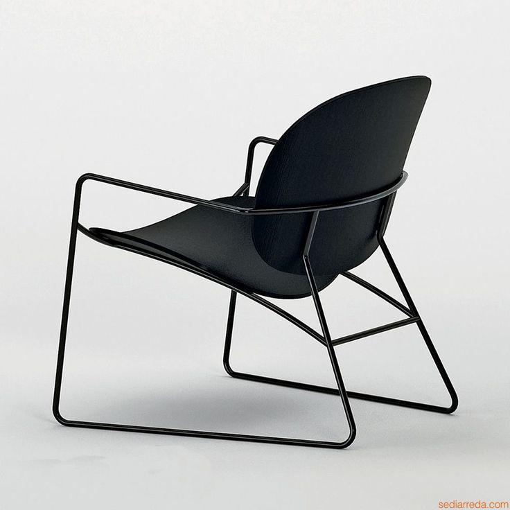 hires-tondina-lounge-lounge-stuhl-aus-lackiertem-metall-in-schwarz-sitz-und-ruckenlehne-aus-sperrholz-aus-eiche-in-lackiert-schwarz.jpg (1000×1000)