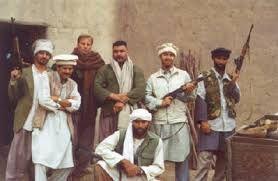 056 – Washington. George Bush dijo ayer que quiere a Osama Bin Laden vivo o muerto, mientras los aprestos de guerra seguían en EE.UU. La requisitoria de Bush pone más presión sobre los talibanes, que deben responder hoy a una gestión de Pakistán para que entreguen al multimillonario terrorista saudí.