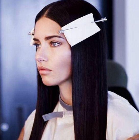 Adriana Lima on set http://www.vogue.fr/mode/mannequins/diaporama/la-semaine-des-tops-sur-instagram-43/20837/image/1107442#!adriana-lima-on-set