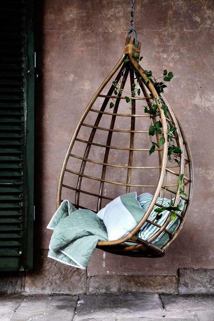 Broste Copenhagen hangstoel heb ik ergens zien hangen vanaf buiten maar weet niet of het past bij ons