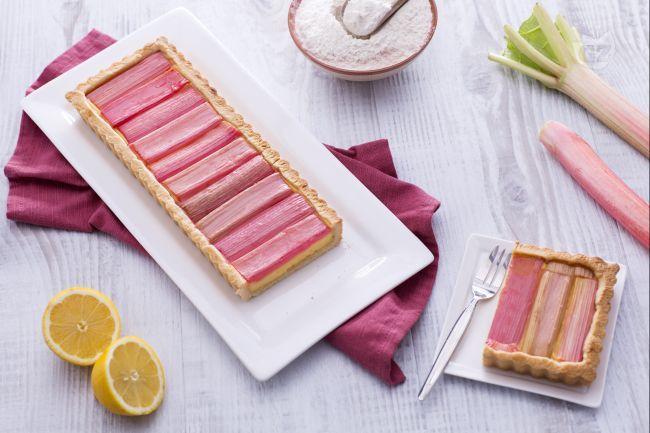 Ricetta Crostata al rabarbaro con crema pasticcera al limone - Le Ricette di GialloZafferano.it