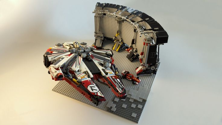 Technic Diorama: Millennium Falcon at Mos Eisley Spaceport