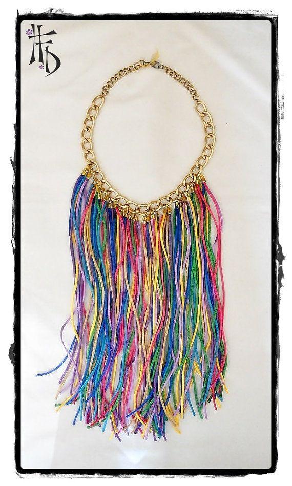 BOHO CHIC. Collar tipo babero con flecos de seda multicolor