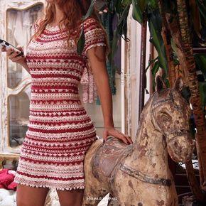 crochelinhasagulhas: Vestido vermelho, rosa e branco em crochê by Vanessa Montoro
