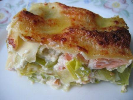 Recette lasagnes saumon et poireaux par Christelle : Un plat apprécié par tous, du fait du mariage des poireaux attendris par une cuisson préalable, et de la douceur du saumon et du Mascarpone..Ingrédients : riz, saumon, thym, beurre, parmesan