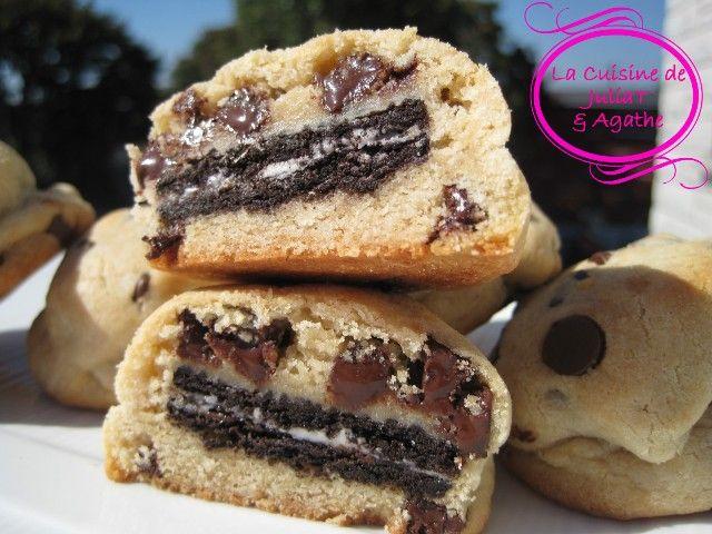 Ces cookies aux pépites de chocolat farcis aux Oreo sauront charmer les plus gourmands! Ils sont énormes de gourmandise!