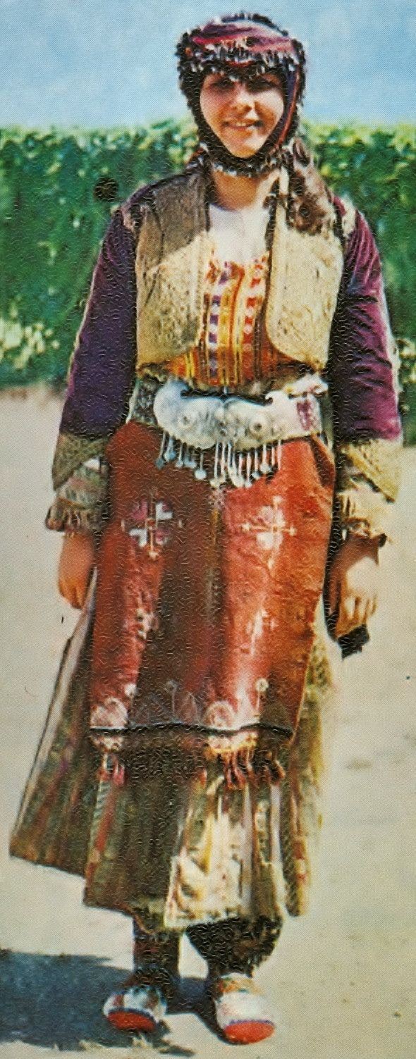 Traditional festive costume for young women, from the Yuntdağ area (= the northern part of the central district of the Manisa province).  Rural style, ca. 1925-1950.  (Kavak Archives, Antwerpen/Belgium).