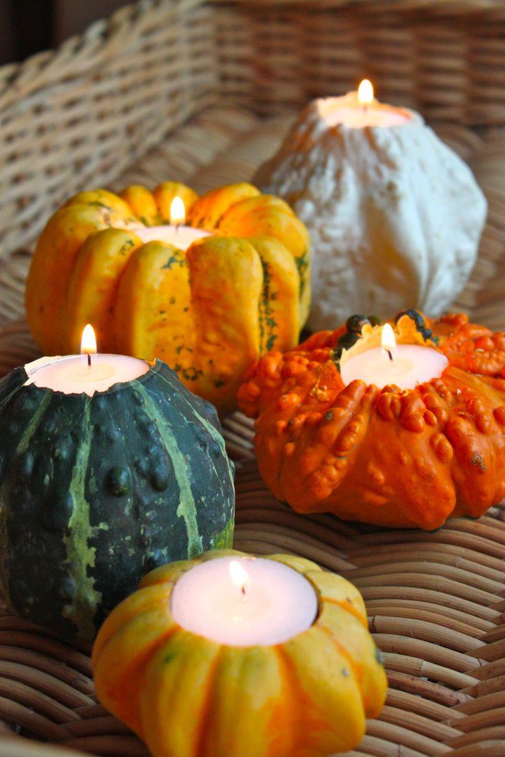 Ontzettend leuk idee voor deze herfst leuk voor op tafel binnen of buiten. Snij de top van de pompoen er af en maak een holletje waar in een waxine lichtje past. Leuk ook om de deksel (bovenkant) er naast te leggen. http://revelblog.com/