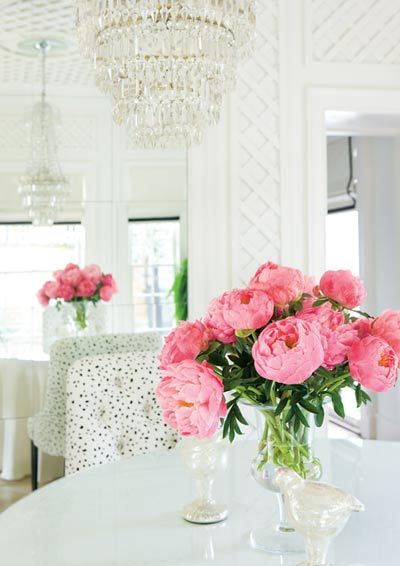 Flores: Pink Flowers, Dining Room, Polka Dots, Colors, Trellis, White Decor, Fresh Flower, Pink Peonies, White Room