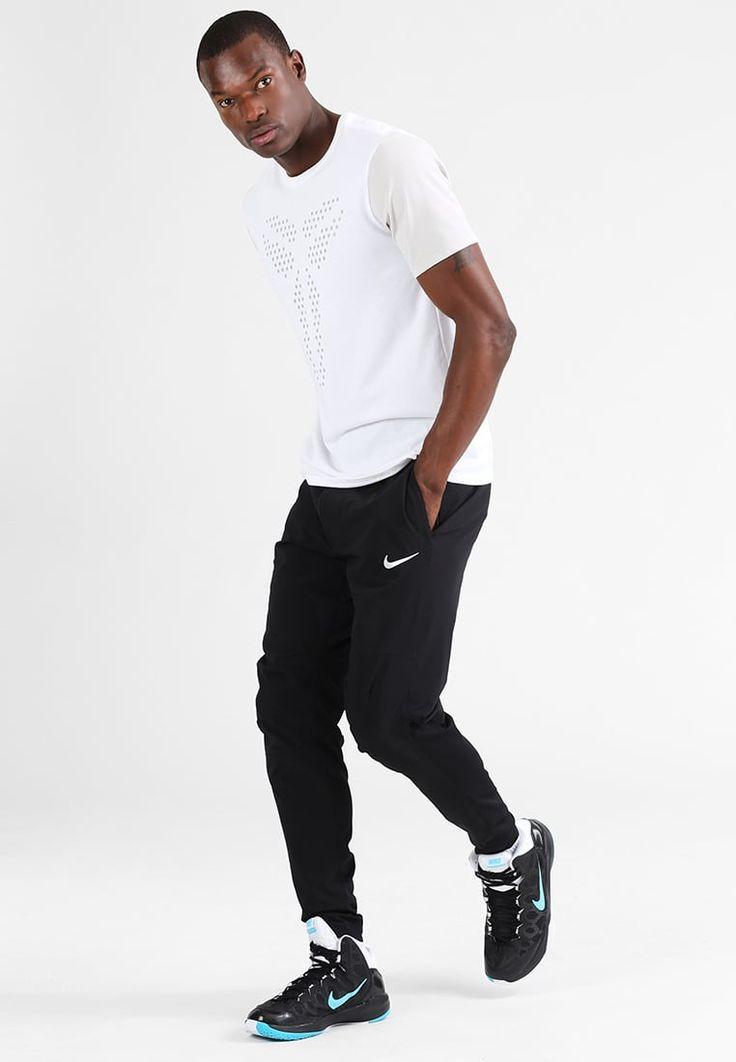 ¡Consigue este tipo de chándal de Nike Performance ahora! Haz clic para ver los detalles. Envíos gratis a toda España. Nike Performance KYRIE  Pantalón de deporte black/white: Nike Performance KYRIE  Pantalón de deporte black/white Ofertas   | Material exterior: 67% nylon, 19% poliéster, 14% elastano | Ofertas ¡Haz tu pedido   y disfruta de gastos de enví-o gratuitos! (chándal, tracksuit, sweatpants, track, sweatpant, sweat pant, chandals, chándals, comfort fit, chandal, deportivos...