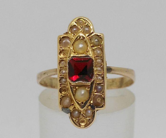 Online veilinghuis Catawiki: Oude 18 kt geelgouden ring –Granaat en parels