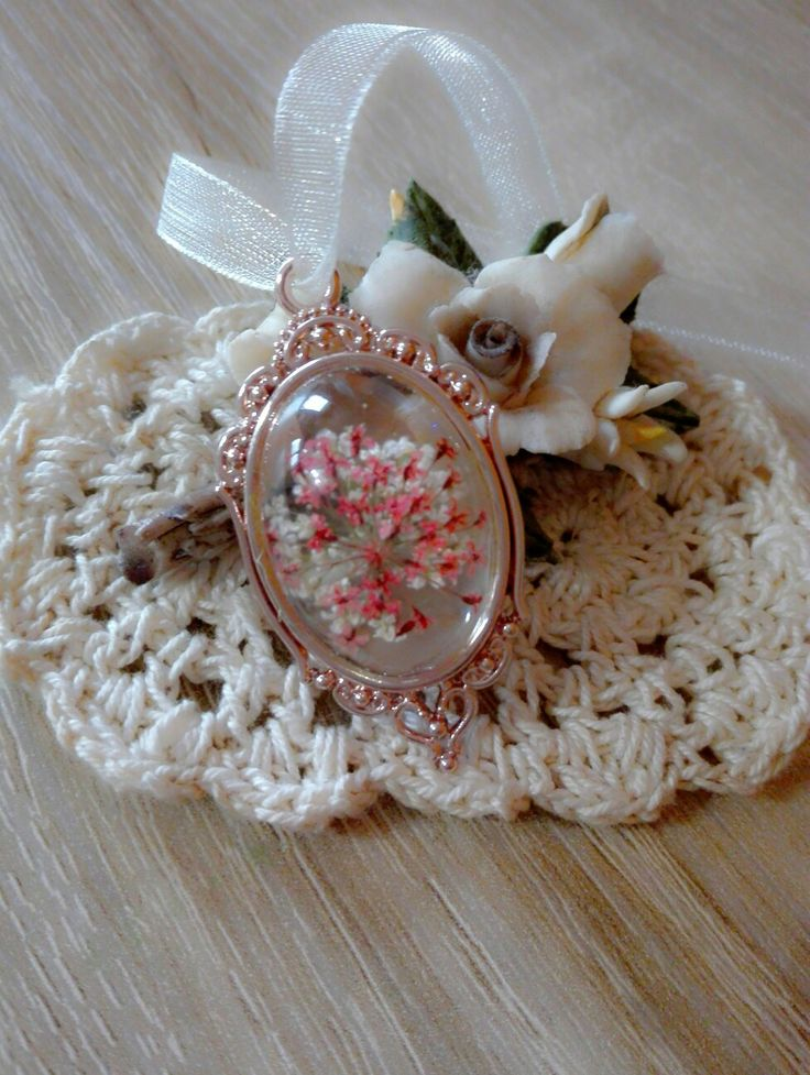 Retrò Flowered Pendant   #necklace #pendant #romance #cabochon #flower #resin #artsberry #diy