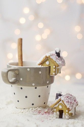 Dreaming Of A White Christmas mini gingerbread houses for cups!