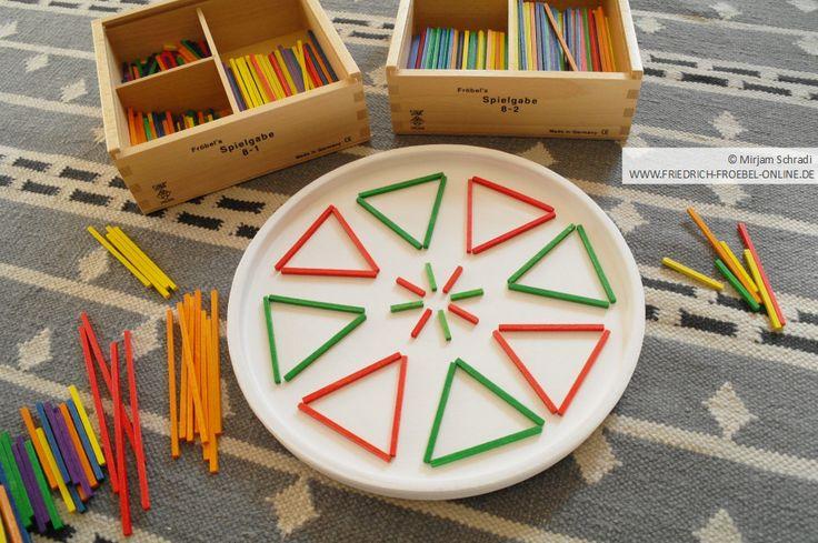 Spielgaben: Mandala mit dem Legematerial der Spielgabe 8 nach Fröbel http://www.friedrich-froebel-online.de/s-p-i-e-l-g-a-b-e-n/8-legespiel-geometrische-formen/ Spielgaben kaufen: http://www.friedrich-froebel-online.de/shop/