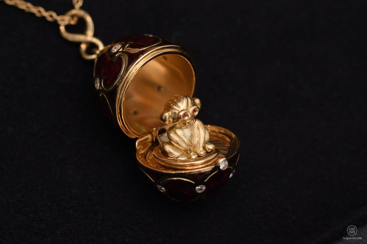 Fabergé, Palais Tsarskoye Selo Red Monkey Locket, red guilloché enamel and round white diamonds, set in 18 karat rose gold