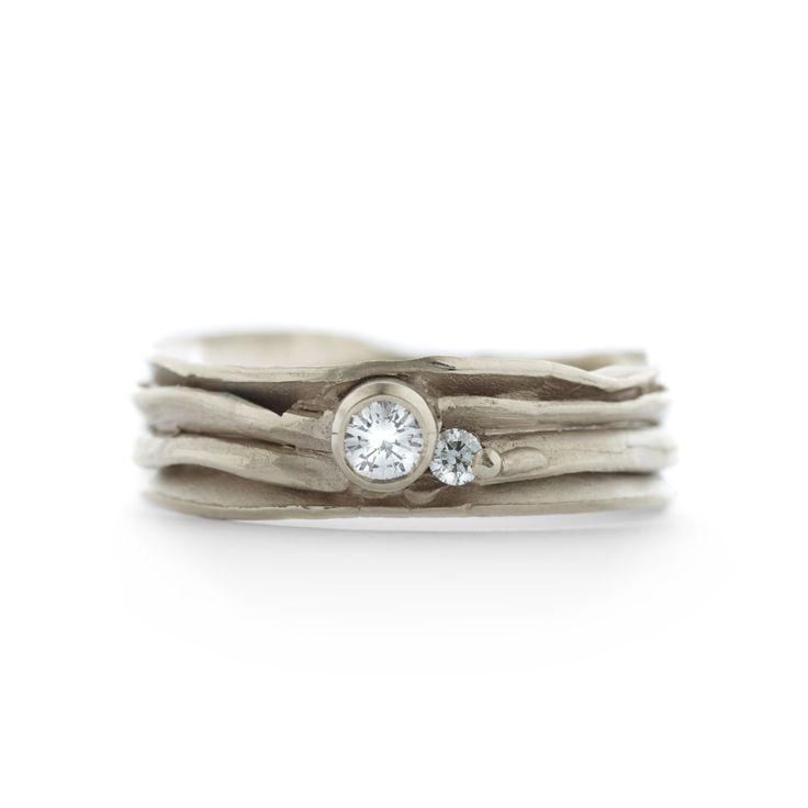 """Ringen / Verlovingsringen Wim Meeussen """"MS355x2"""" met 1x0,10ct diamant en 1x0,03ct diamant."""