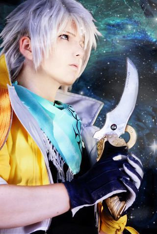 """""""My favourite shot! Me as Hope Estheim. Everything is self-sewed, -crafted and -knitted :)"""" shinkanseto.paigeeworld.com #hopeestheim #finalfantasy #cosplay #bishonen #selfmade #crafts #xiii #ffxiii #hope ~Greyfail"""