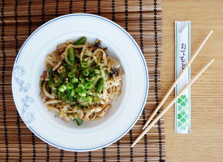 Yaki udon - japonské smažené nudle udon // Ochutnejte svět - blog mezinárodní kuchyně