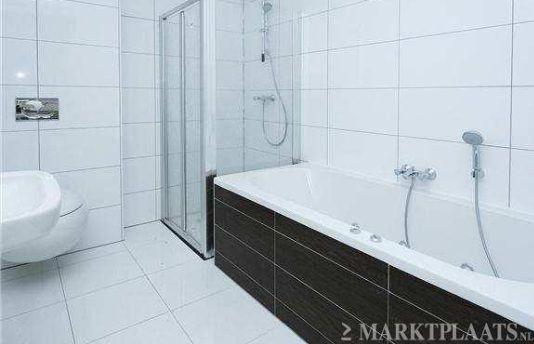 20170310 064943 witte muurtegels badkamer - Witte matte tegel ...