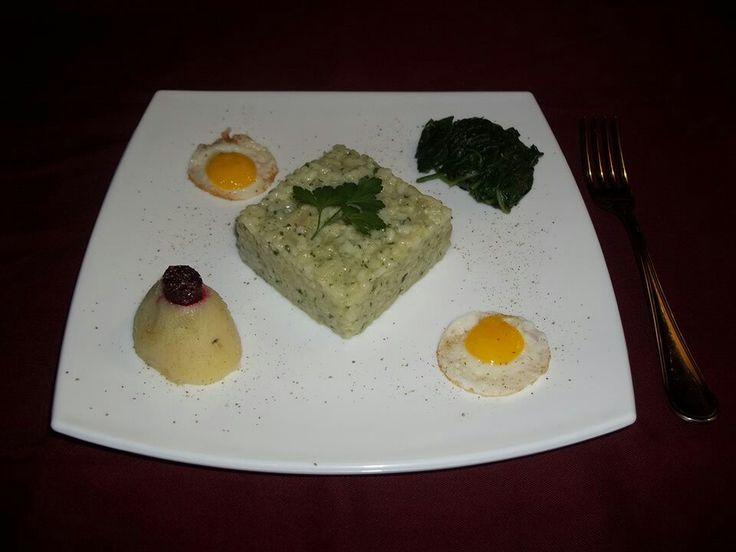 Risotto alle ortiche con uova di quaglia e bietoline selvatiche