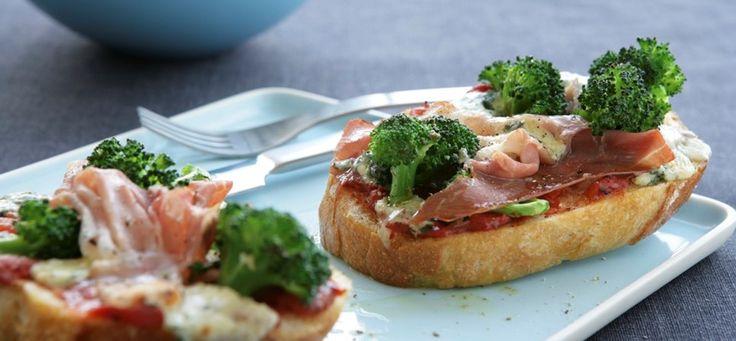 Pizzabrød med parmaskinke og gorgonzola