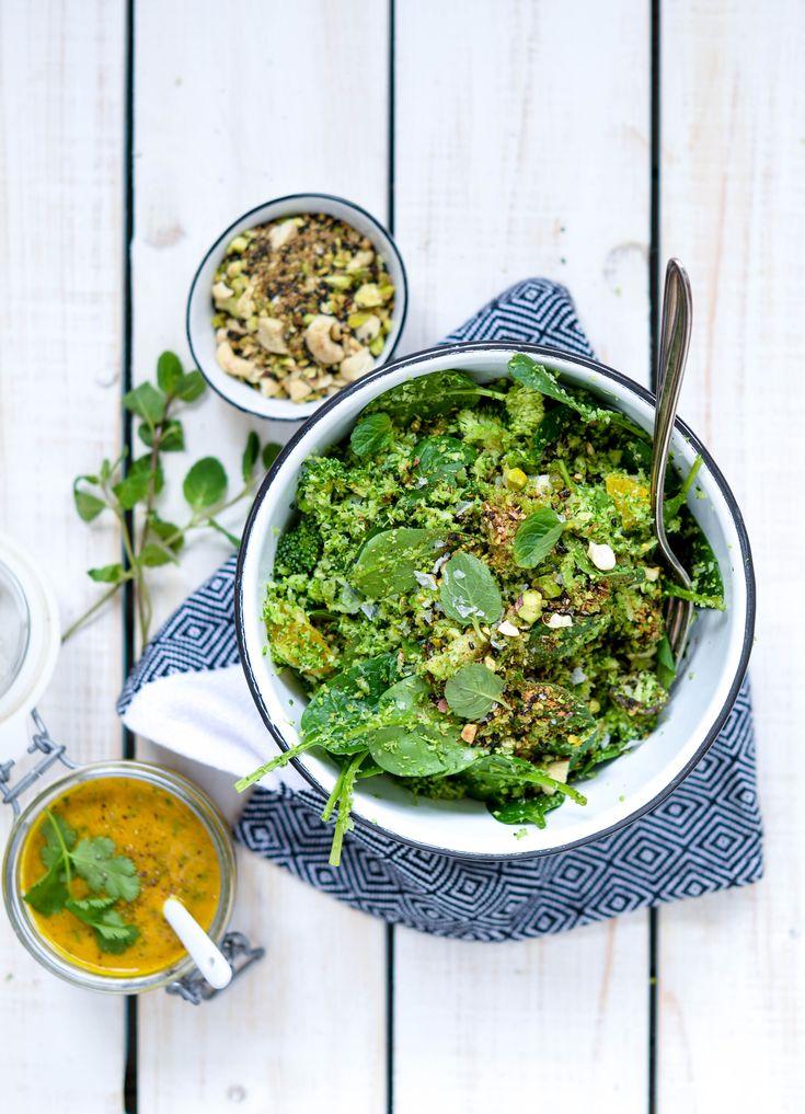 Broccolisalat med gurkemeje-appelsin dressing og dukkah