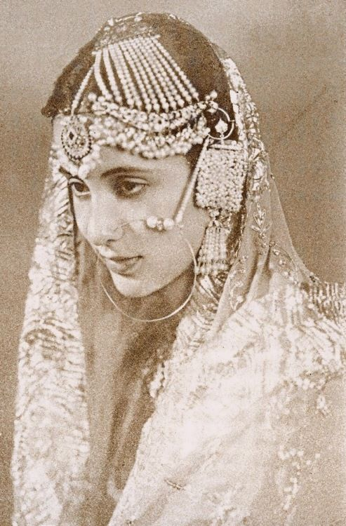 Princess Mehrunissa of Rampur (Princess Mehrunissa Khan after marriage) was the only child of the beloved but unofficial third queen of the Nawab of Rampur. - ♥ Rhea Khan