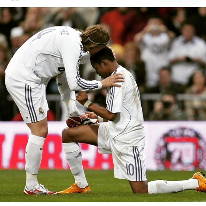 Guti and Robinho Real Madrid - cleaning the boots celebrating assistant