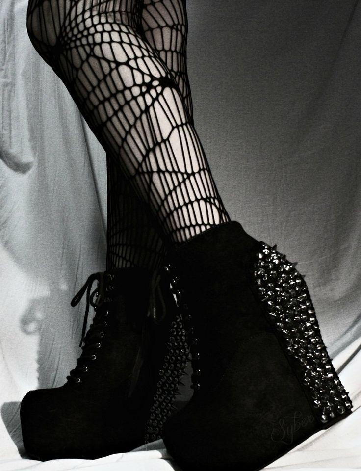 Nu Goth Fashion Tip Nº4: Platforms Shoes by Syberklaw - http://ninjacosmico.com/22-fashion-tips-nu-goth/