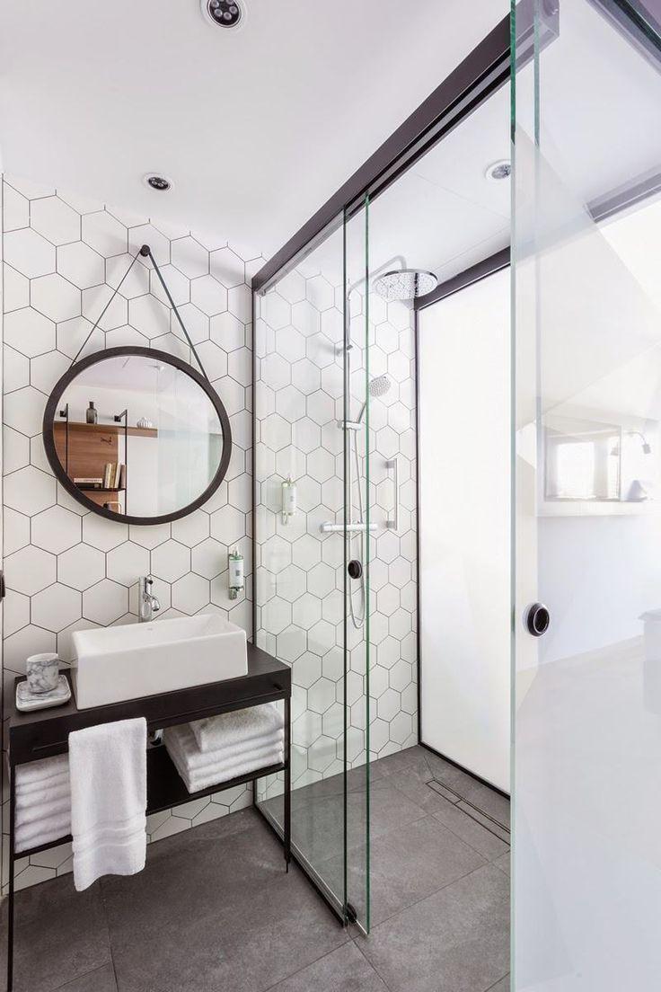 papier peint salle de bains à motif hexagones en noir et blanc                                                                                                                                                                                 Plus