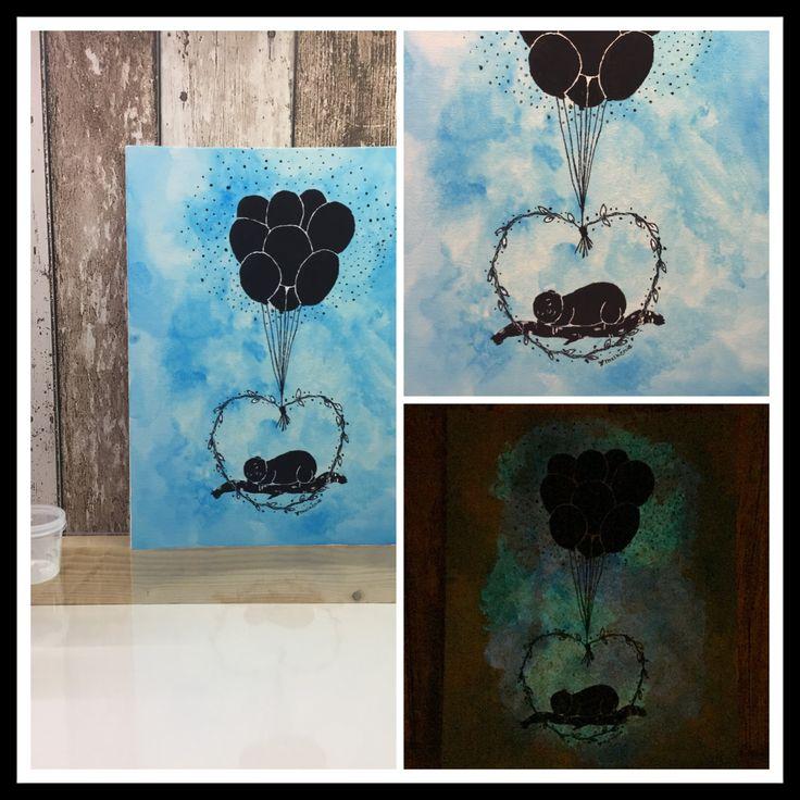 Originele handgemaakte schilderij op drievoudig geprepareerde schildersdoek. (verstevigd)  DETAILS  Naam: Sleeping baby Stijl: Glow in the dark silhouet Afmeting: 24 x 30 cm Materiaal: Ecoline, acryl, glow Lijst: Geen