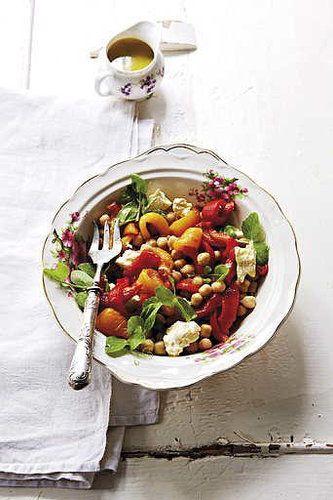 Sałatka z ciecierzycy i słodkiej papryki