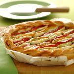 Mettiti alla prova nella preparazione di un contorno dal profumo unico come la sfogliata agli aromi con peperoni e mozzarella di Sale&Pepe. Vota la ricetta!
