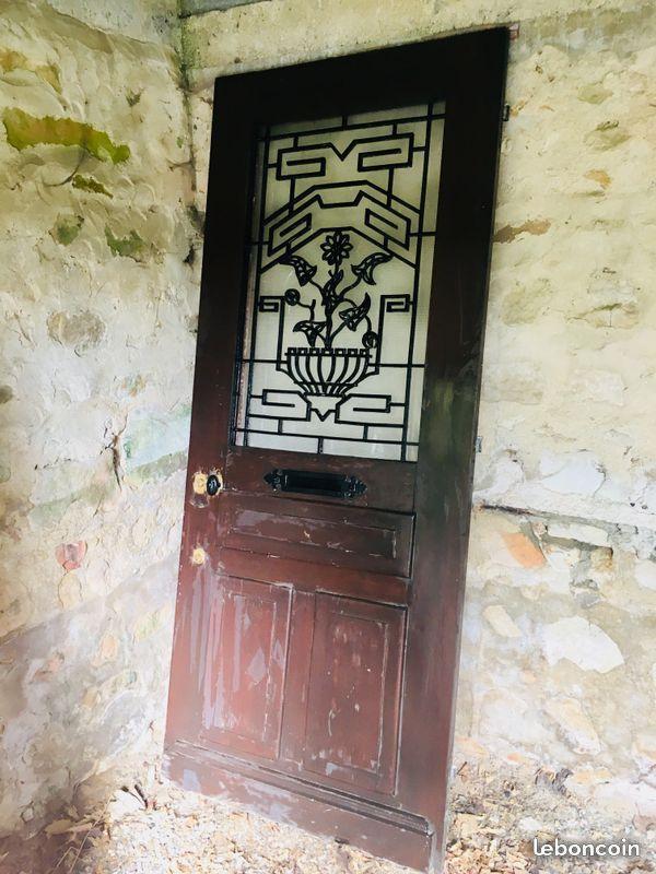 Nous Vendons Une Belle Porte D Entree Ancienne En Bois Style Art Deco Le Battant Haut Vitre Vitre Opaque S Ouvre Sur Une Belle Style Art Deco Art Deco Deco