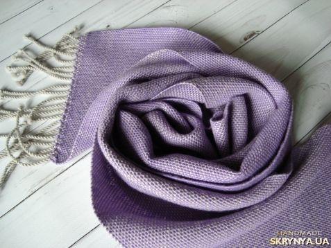 Woven scarf   Мягкий, не широкий домотканый шарф с бахромой-жгутиками. Цвет – сирень светло серый.   Сделан из мериноса 100%, не колется. Размер примерно 142см*18,5см плюс бахрома 10см.