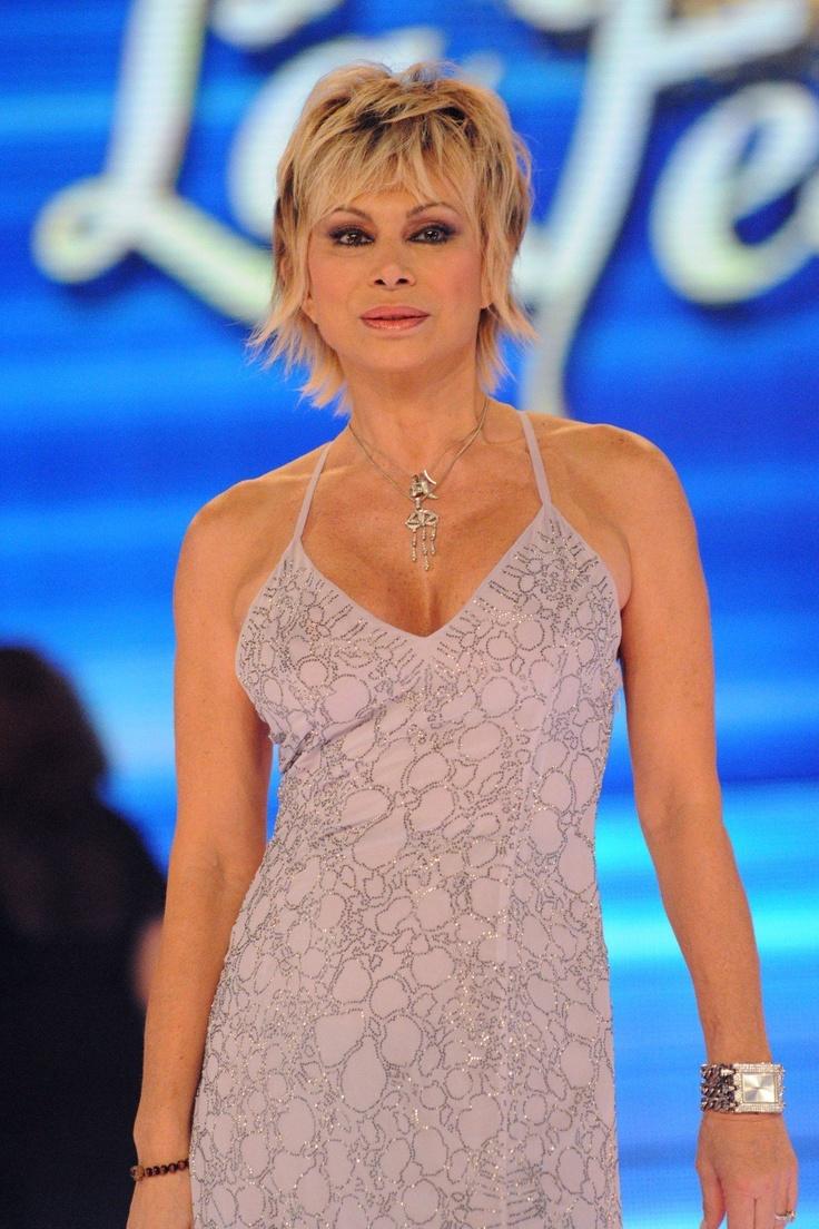 Carmen Russo, ballerina, showgirl e attrice italiana nata a Genova, Liguria, Italy