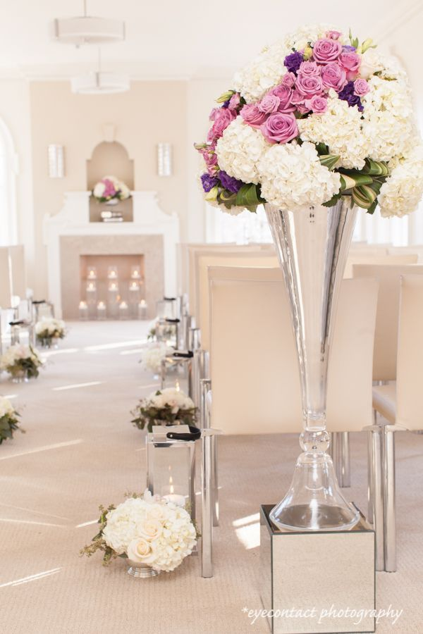 Mclean House ceremony room, Estates of Sunnybrook, Toronto. Room designed by Simply Perfect. photo: www.eyecontact.ca