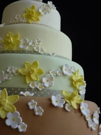 Daffodill & Blossom springtime wedding cake