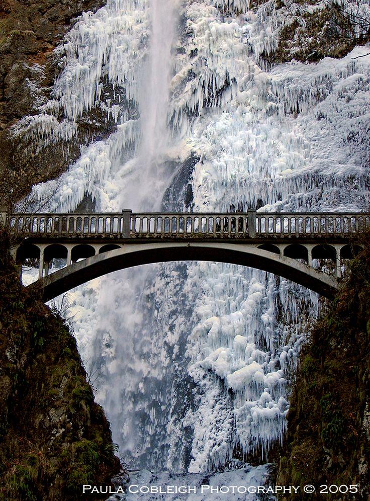 frozen waterfall ... Multnomah Falls, Oregon, USA