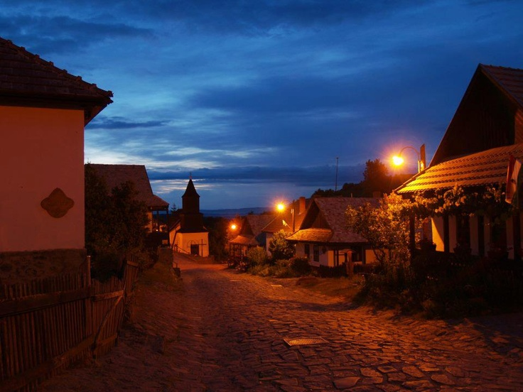Hollókő by night :)