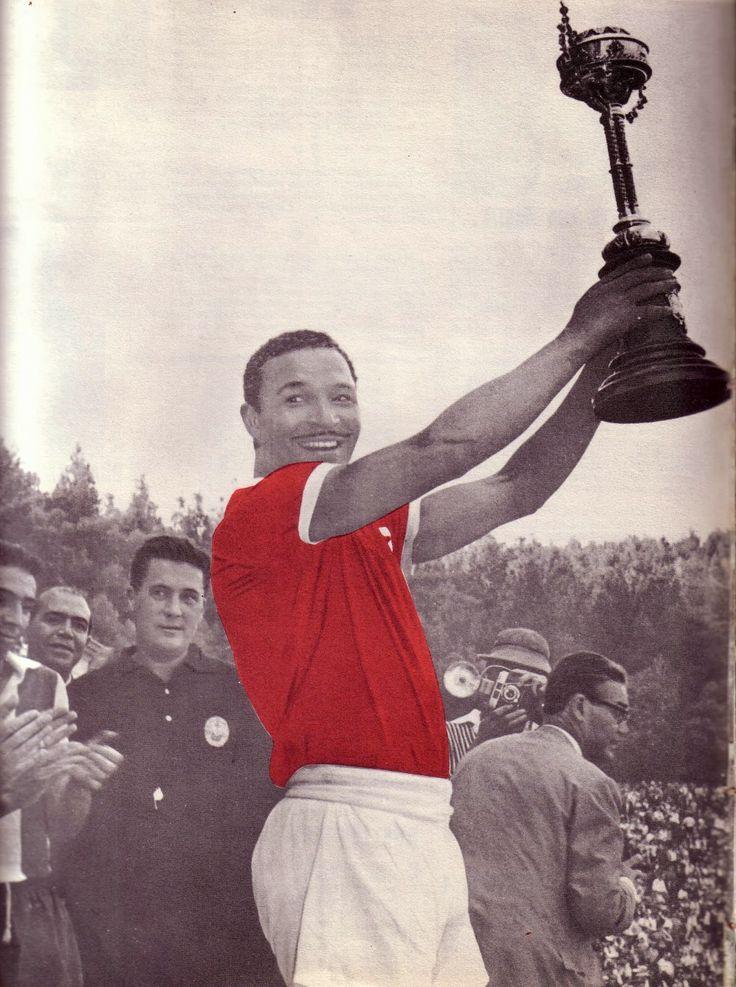 Mário Coluna levanta Taça de Portugal