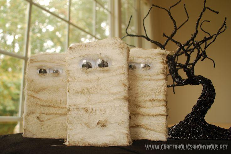 wood mummies: Idea, Diy'S Halloween Decoration, Ghosts, Halloween Crafts, Fall Halloween, Mummy, Woods Blocks, Easy Halloween, Halloween Blocks
