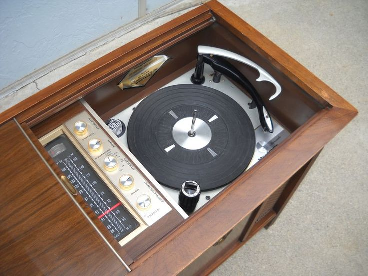 Turntable and radio tuner for 1960s console stereo